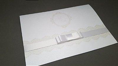 Convite de casamento branco clássico