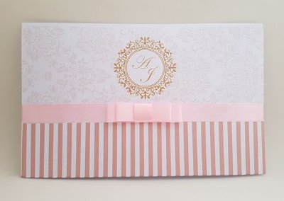 Convite metalizado branco e rosa 15 anos