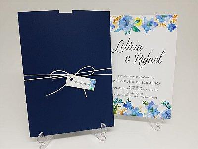 Convite casamento azul marinho flores azuis