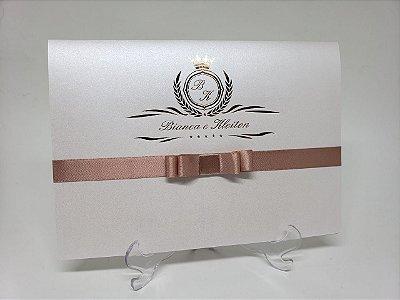 Convite casamento classico simples brasao metalizado