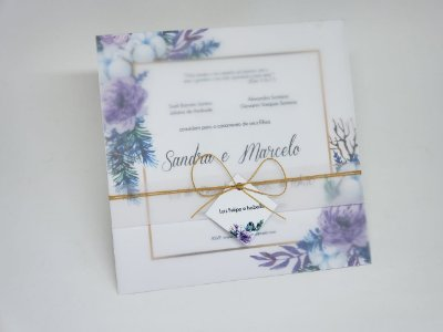 Convite de casamento papel vegetal flores lilas e dourado