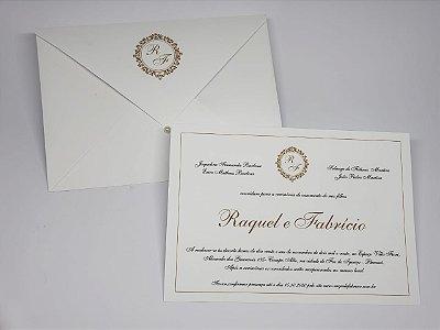 Convite de casamento branco e dourado com brasao