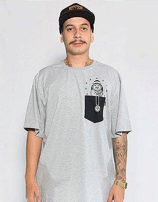 Camiseta com Bolso Chicanera  - Cinza Mescla