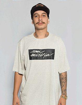 Camiseta Sem Miséria Tag - Creme