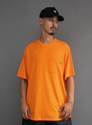 Camiseta com bolso Sukita - Laranja