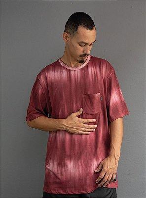 Camiseta com bolso Tiedie - Bordô