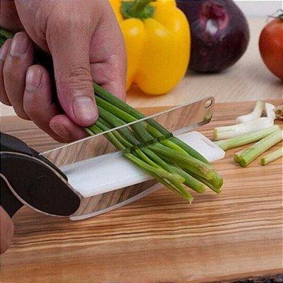 Tesoura de Cozinha 2 em 1 para cortar alimentos legumes