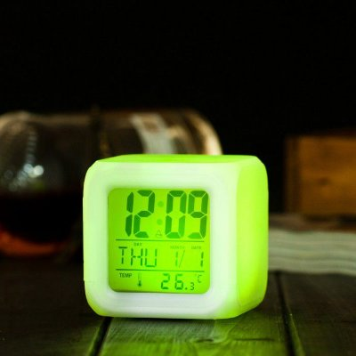 Relógio despertador de mesa Cube Led 7 Cores