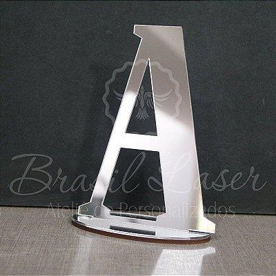 Topo de Bolo (Personalizado com Inicial da Debutante 15 Anos XV ou Aniversariante que o Cliente Desejar) - TBV 01004E