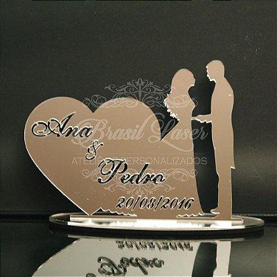 Topo de Bolo Casal Coração (Personalizado com os Nomes e Data do Evento que o Cliente Desejar) - TBC 00501E