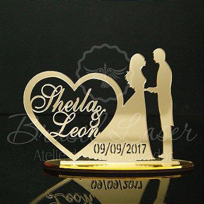 Topo de Bolo Casal Coração (Personalizado com os Nomes e a Data do Evento que o Cliente Desejar) - TBC 00501I