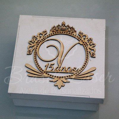 1 Monograma / Brasão Personalizado para Caixinhas ou Convites (Pintado e Sem Pintura) - #Quantidade Mínima: 10 unidades iguais# - MOB 00103D