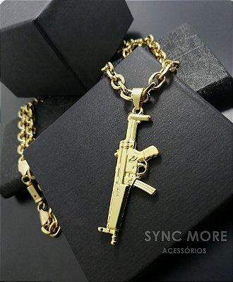 Corrente Cadeado 70cm 7mm Banhada a Ouro 18K + Pingente Metralhadora MP5