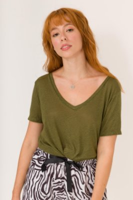 Camiseta Gola V Verde Militar Mona