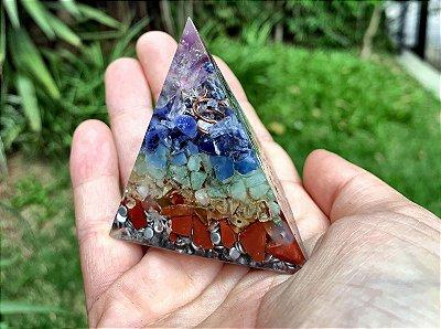 Pirâmide de orgonite 7 Chakras