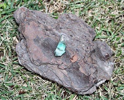Pingente de Pedra Esmeralda Buta - Pedra do ano de 2020