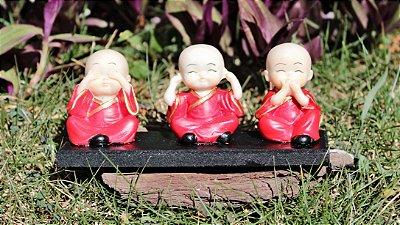 Trio Buda cego, surdo e mudo