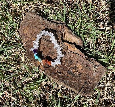 Pulseira de Cascalho de quartzo trasparente  com as 7 Pedras dos Chakras