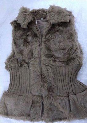 b0e1aac74c Colete acinturado pêlinho e tricot cor capuccino