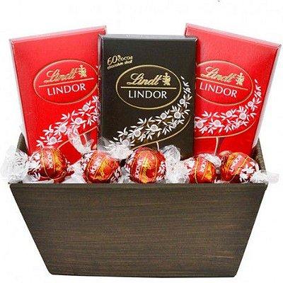 Cesta Especial para Presente com Chocolate Suíço Lindt