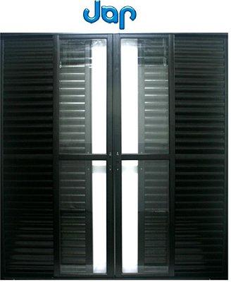 Porta Balcão em Alumínio Preto 6 Folhas Vidro Liso Incolor e Veneziana Com Fecho Concha Automático - JAP Caribe Max