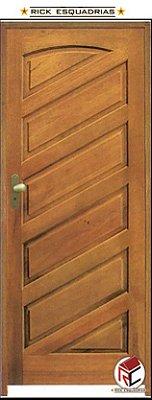 Porta de Madeira Maciça Barcelona Padrão Imbuia C/ Fech. T. Golf Montada no Batente Misto 14 cm - Rick Esquadrias