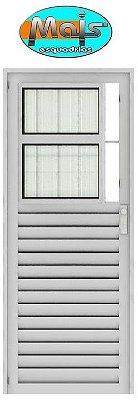 Porta de Abrir (Giro) em Alumínio Branco Social com Postigo Vidro Canelado - Linha 25 Mais Esquadrias