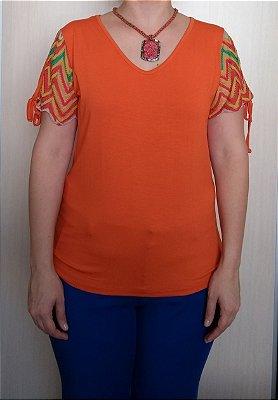 Blusa laranja de viscose com renda na manga