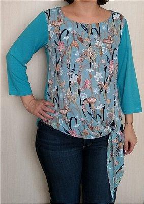 Blusa azul de crepe e viscose com amarração