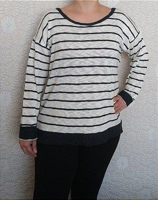 Blusa tricot listrada off white e azul marinho