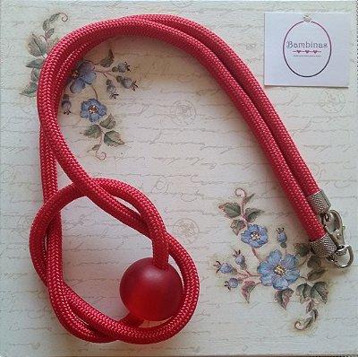 Colar de corda vermelha