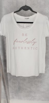 T-shirt authentic