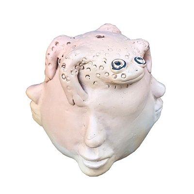 Escultura figura com sapo  Dona Rita - MG