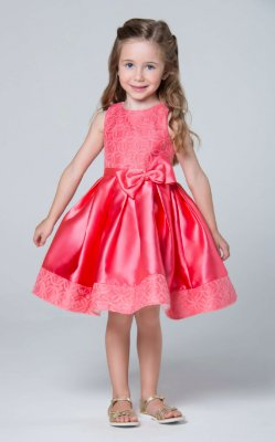 Vestido de festa infantil Petit Cherie com organza  bordada e laço duplo coral