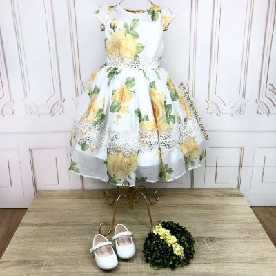 Vestido infantil de festa Petit Cherie toque de seda com flores amarela e renda guipir