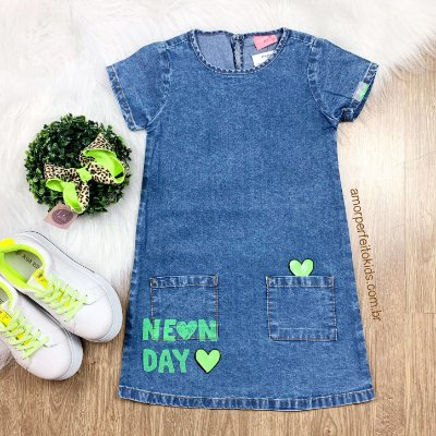 Vestido infantil Momi jeans neon day coração