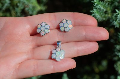 Conjunto brinco e colar em prata 925 e opalas brancas de laboratório