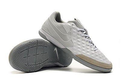 Chuteira Nike Tiempo Legend VIII Academy IC Branca e Cinza FRETE GRÁTIS
