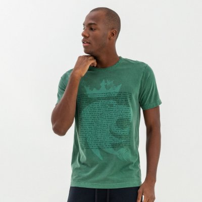 Camiseta masculina com estampa de leão e lettering - Verde