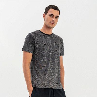 Camiseta masculina estampa com padronagem de leão - Preto