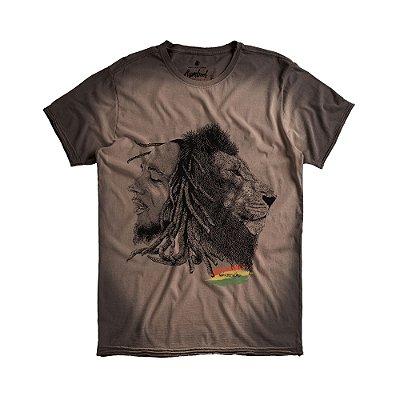 Camiseta masculina manga curta estampa Bob Marley e leão - Preto