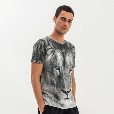 Camiseta masculina manga curta estampa leão - Preto