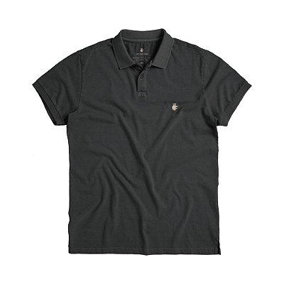 Camisa polo masculina básica estonada confeccionada em malha - Preto