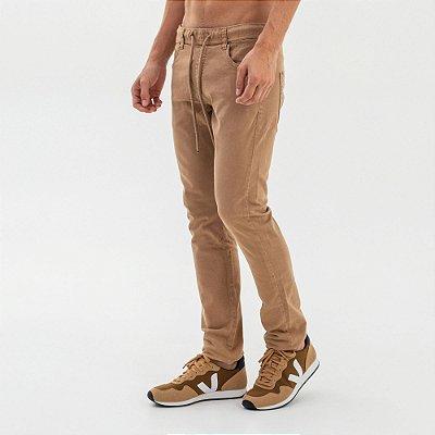 Calça slim masculina de sarja com elástico - Marrom
