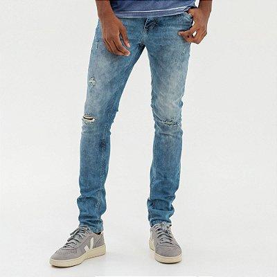 Calça jeans masculina de modelagem slim puídos destroyed - Denim