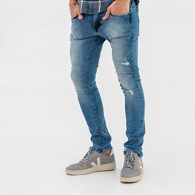 Calça jeans masculina de modelagem slim com puídos - Denim