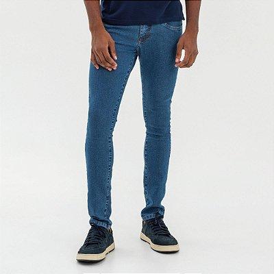 Calça jeans masculina tom médio de modelagem slim - Denim