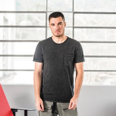 Camiseta masculina marmorizada de manga curta com bolso - Preto