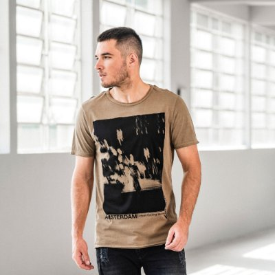 Camiseta masculina manga curta estampa Amsterdam - Marrom