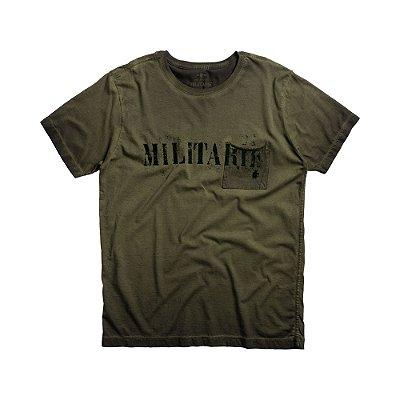 Camiseta masculina manga curta com bolso e estampa de lettering militar - Verde